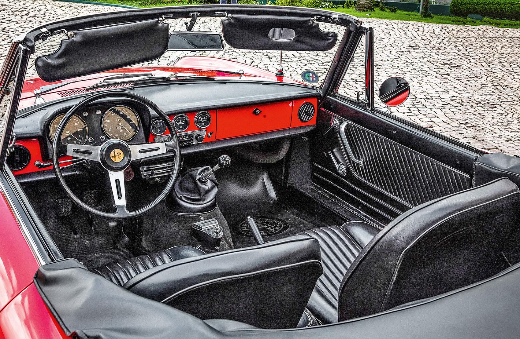 visão interna do Alfa Romeo Spider 66