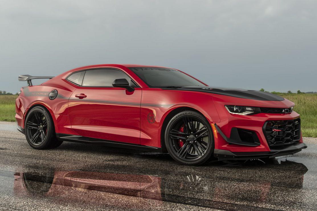 Chevrolet Camaro Exorcist vermelho visto 3/4 de frente