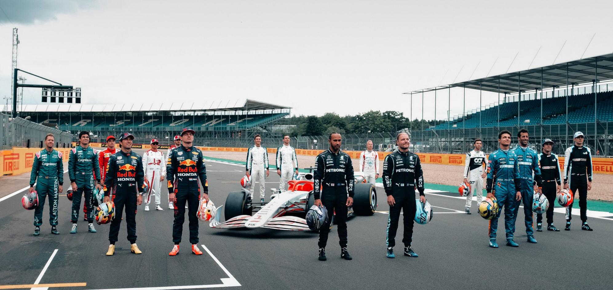Carro-conceito da F1 para 2022 visto de frente com pilotos