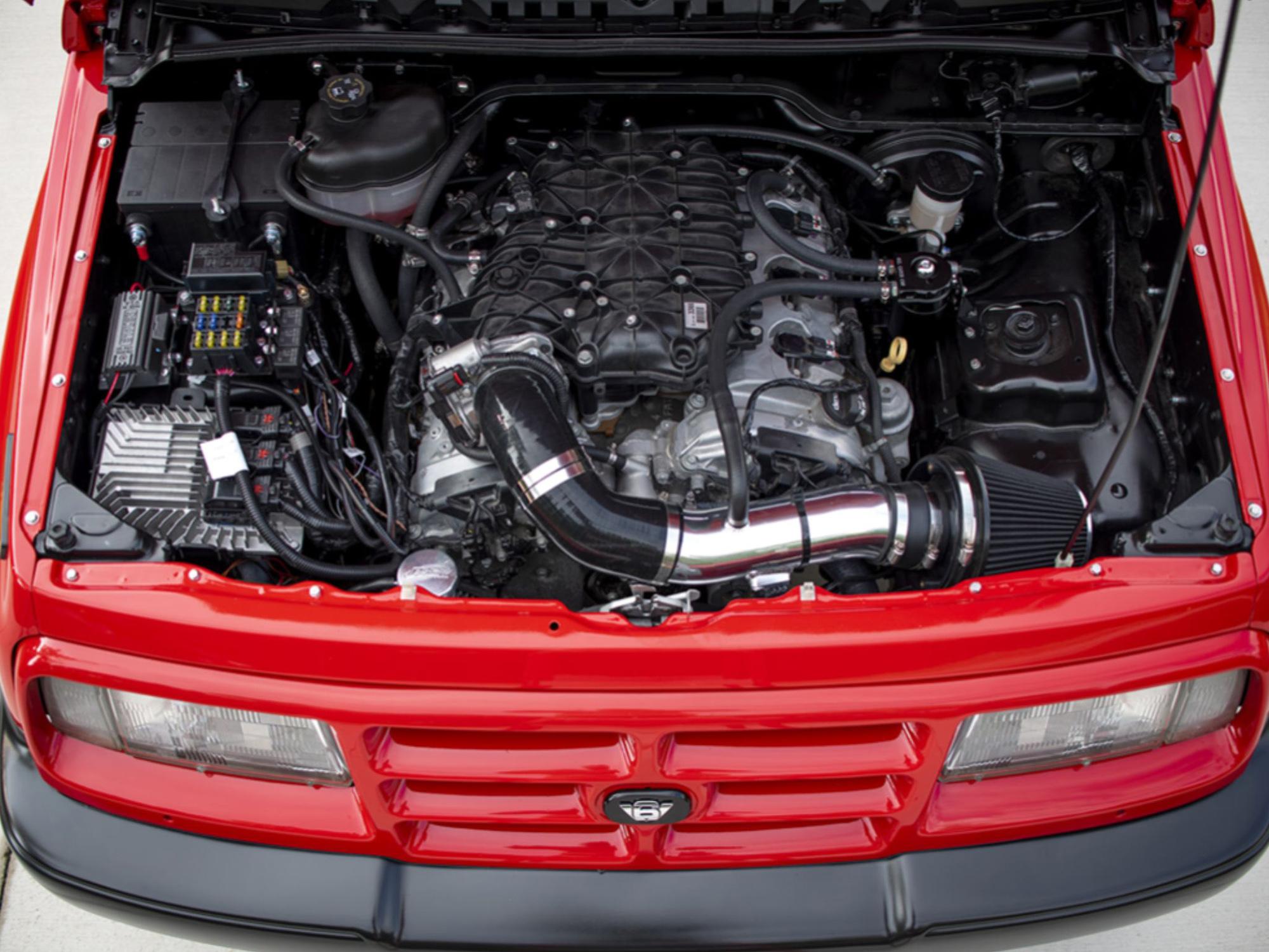 Motor do Geo Tracker vermelho