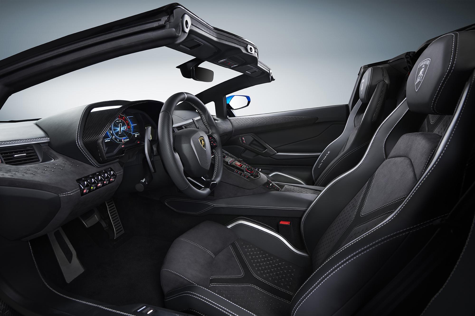 Interior do Lamborghini Aventador Ultimae conversível