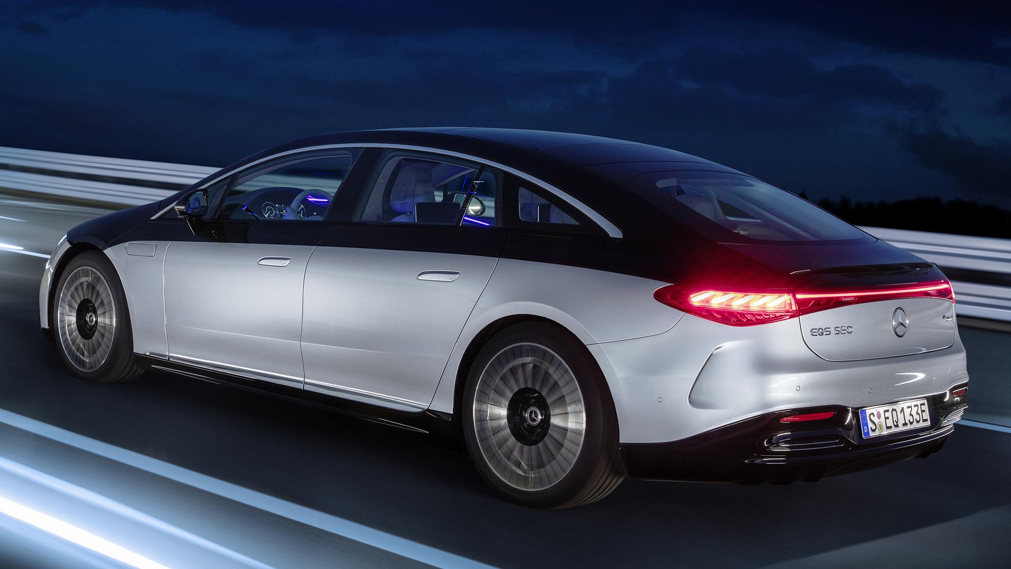 Mercedes-EQ, EQS 580 4MATIC visto 3/4 de trás