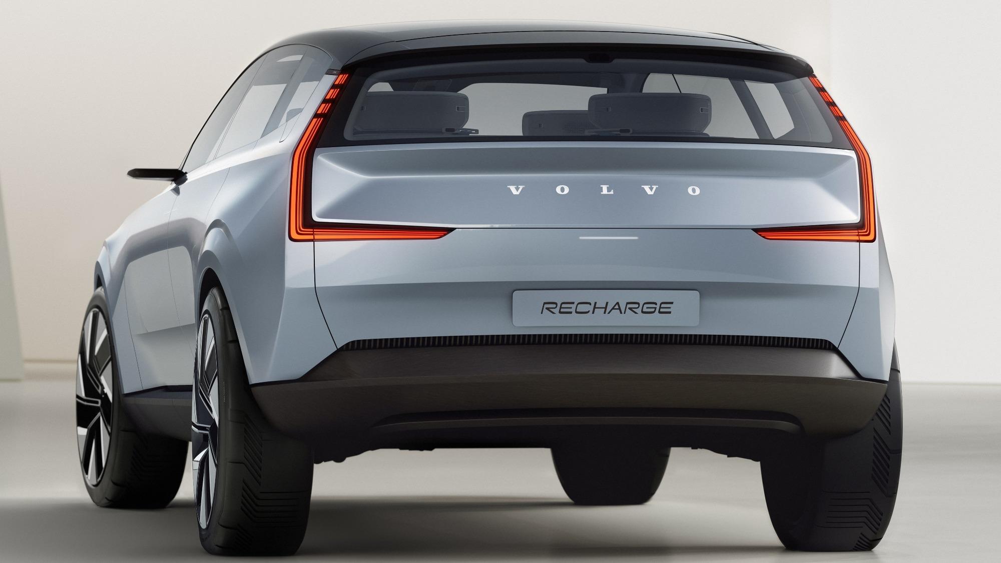 Conceito do Volvo Recharge azul claro visto de trás