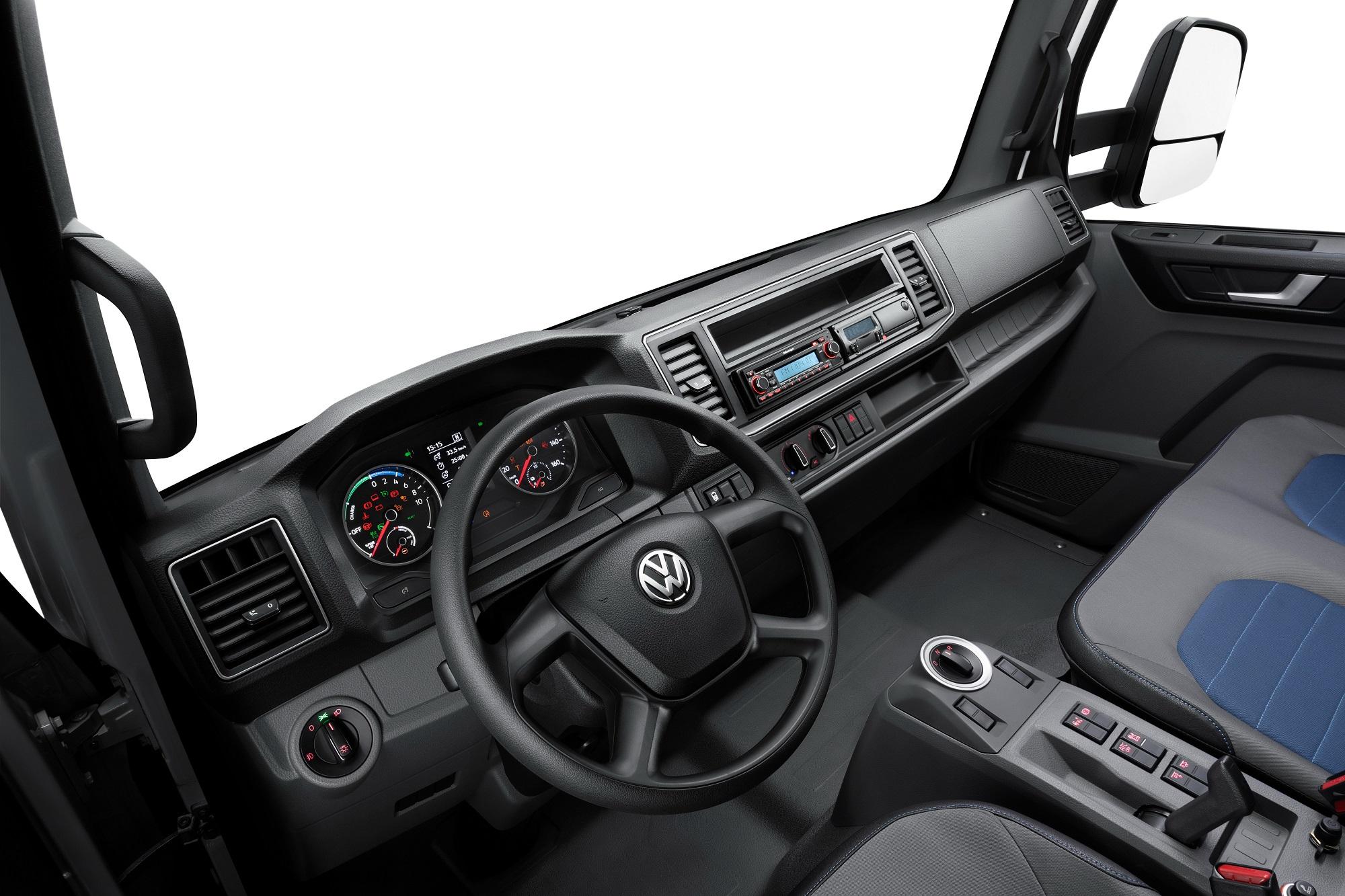 Cabine tem aquecimento e ar-condicionado independentes e isolamento de ruído dos freios, em busca de silêncio máximo