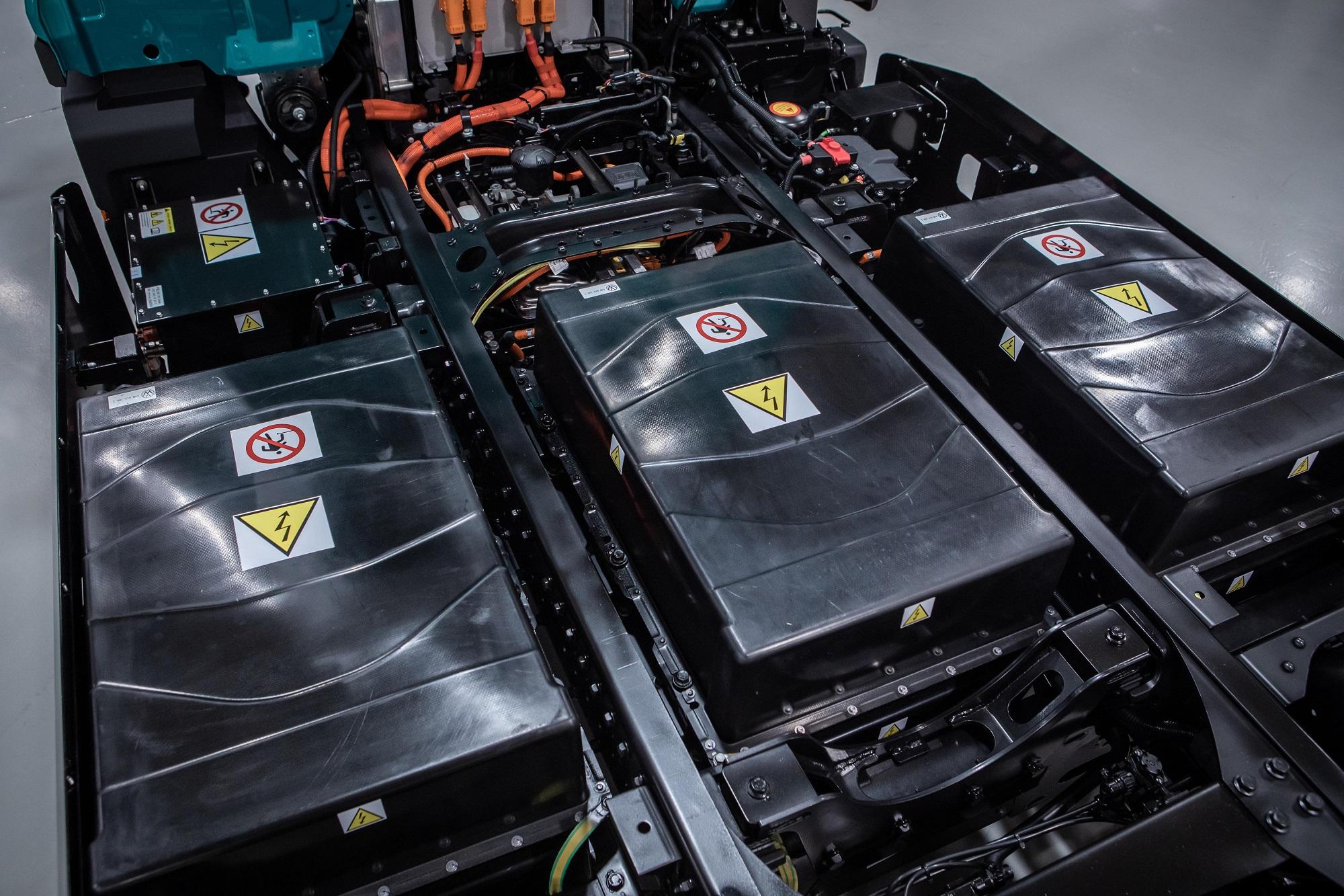 Baterias de íons de lítio suportam recarga rápida (150 kW) e são refrigeradas a água