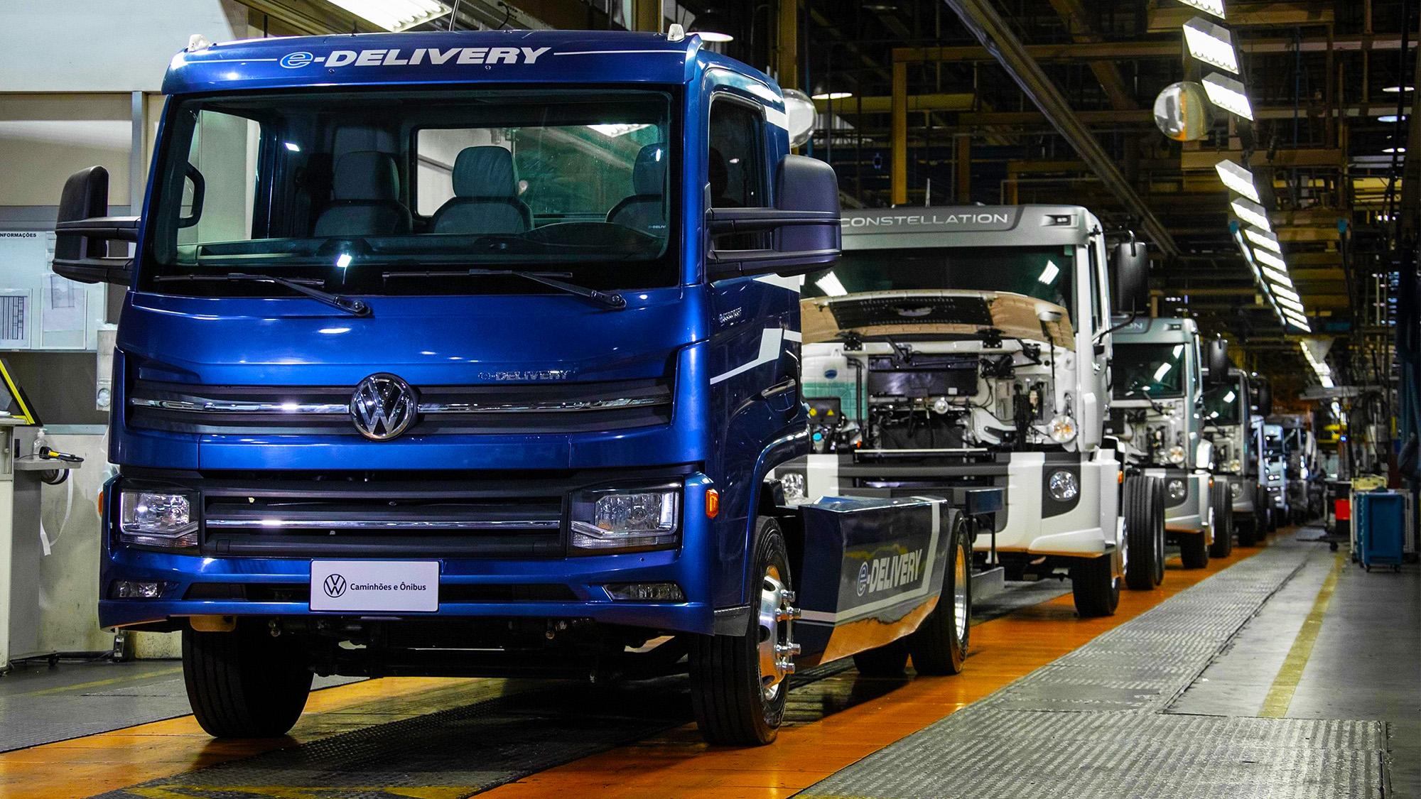 Até a suspensão pneumática é instalada na fábrica de Resende (RJ)