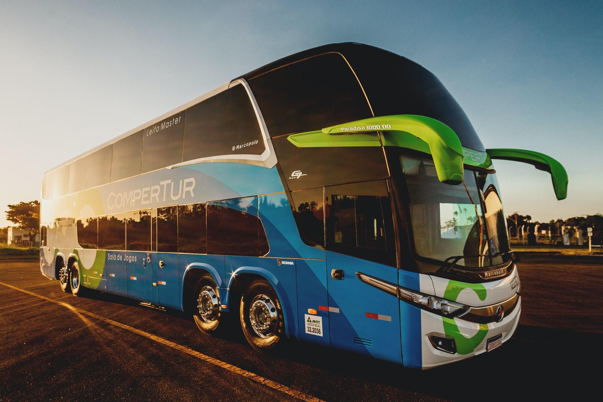 Destinar o orçamento de um ônibus à compra do carro mais rápido do mundo é uma proposta bem tentadora