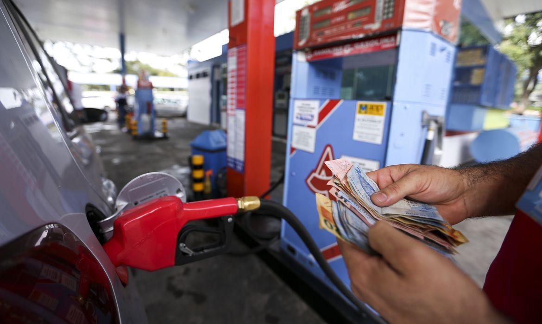Brasília - Posto de combustíveis do DF vende gasolina com preço quase 40% menor no Dia da Liberdade de Impostos