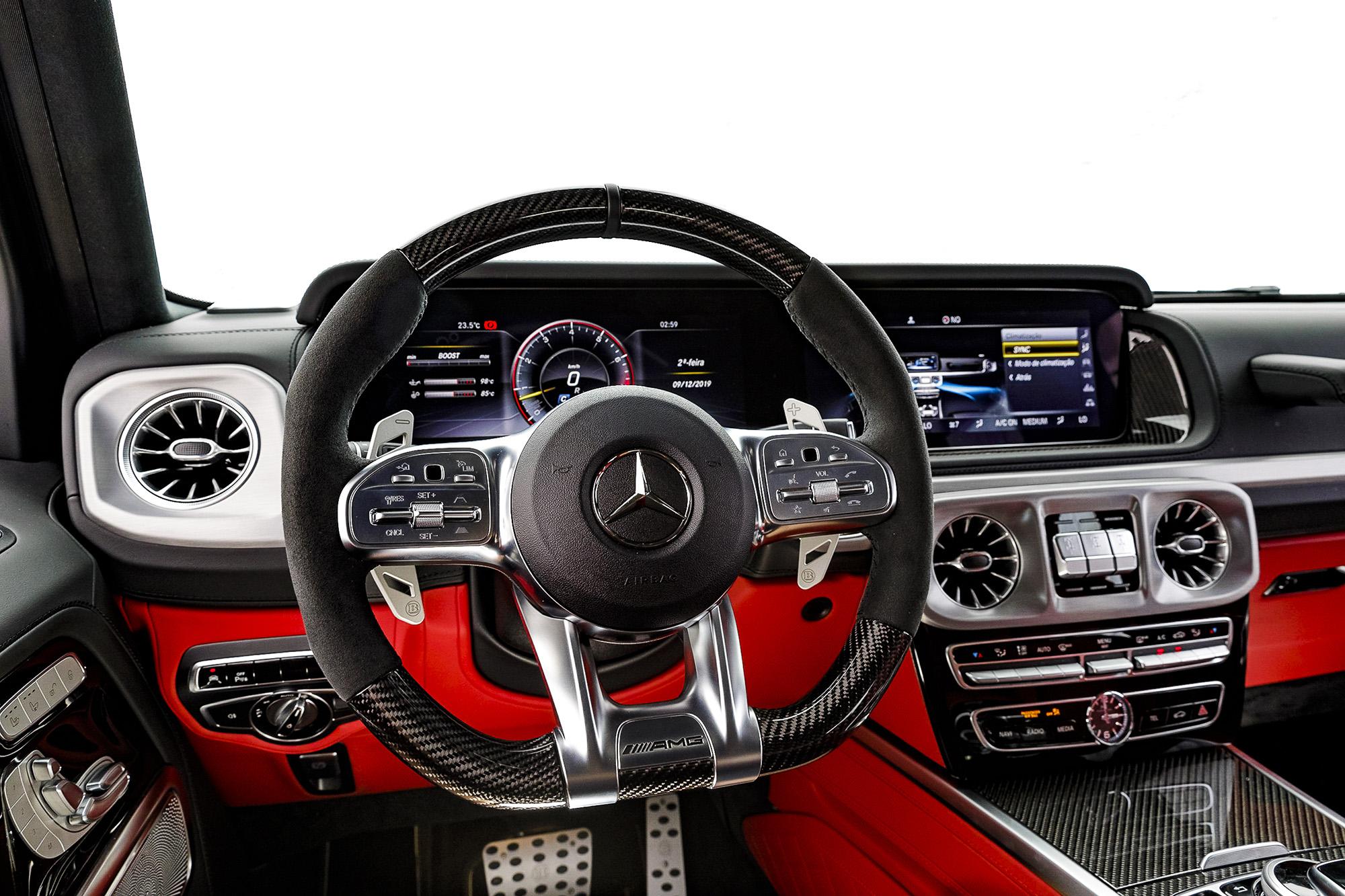 Interior do Brabus G800 visto do carro do piloto