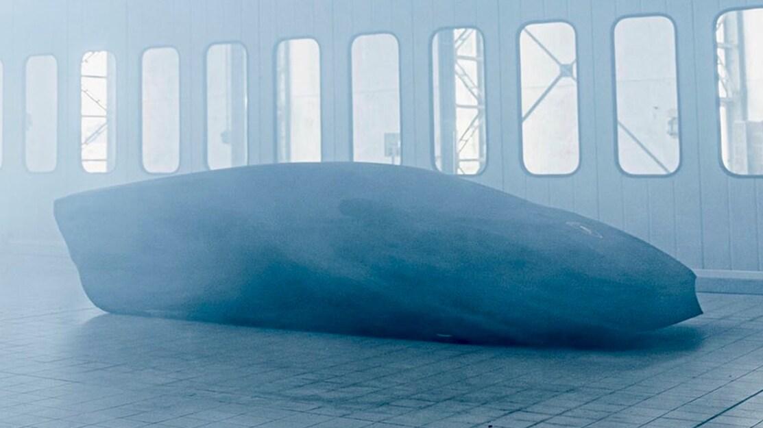 Lamborghini Countach 2021 coberto por lona