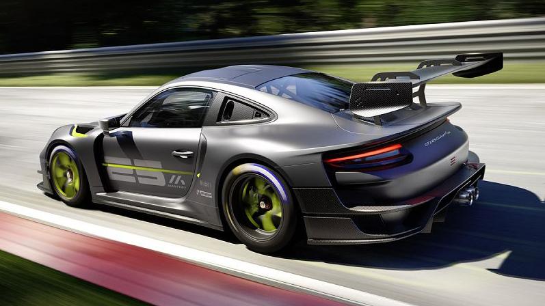 Porsche 911 GT2 RS Clubsport 25 cinza e verde visto 3/4 de trás