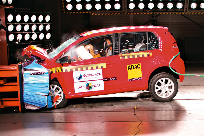 Os airbags do carro funcionam mesmo que o cinto não esteja afivelado?