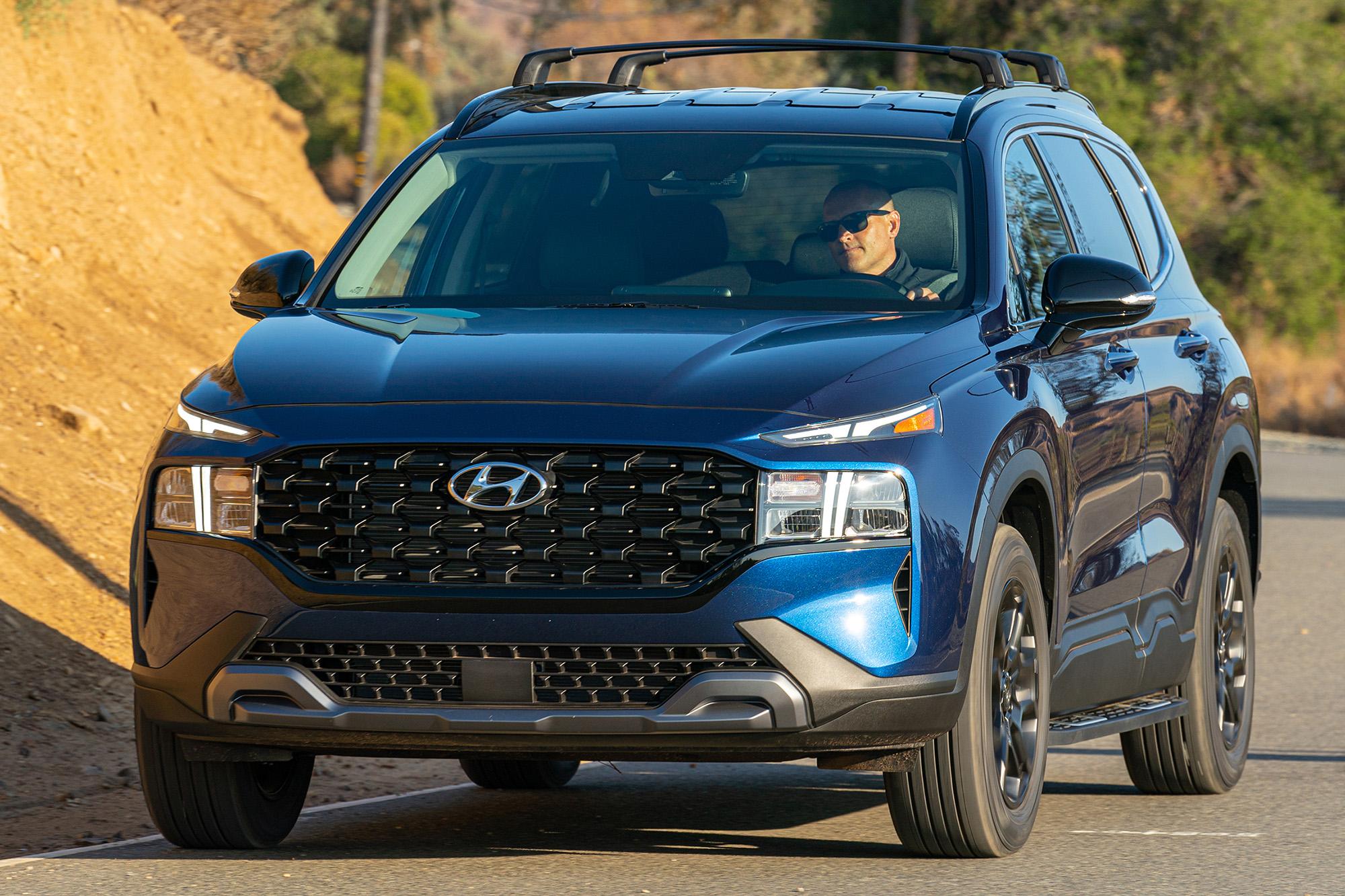 Hyundai Santa Fe XRT 2022 azul visto 3/4 de frente