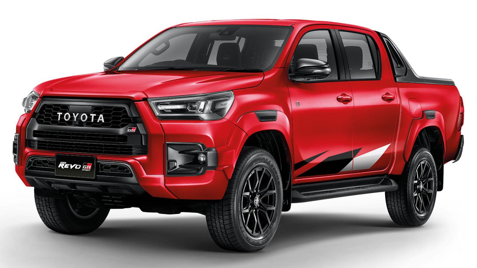 Toyota Hilux Revo GR Sport vermelha vista 3/4 de frente