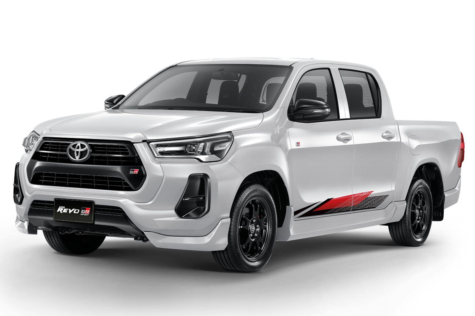 Toyota Hilux Revo GR Sport branca vista 3/4 de frente