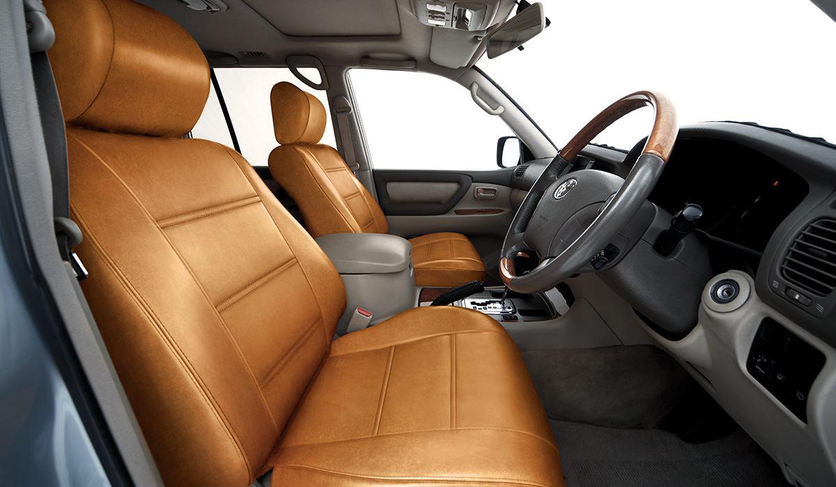 Interior do Land Cruiser 106 visto por dentro