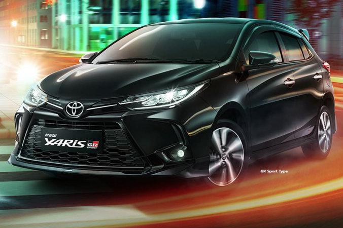 Toyota Yaris GR Sport preto visto 3/4 de frente