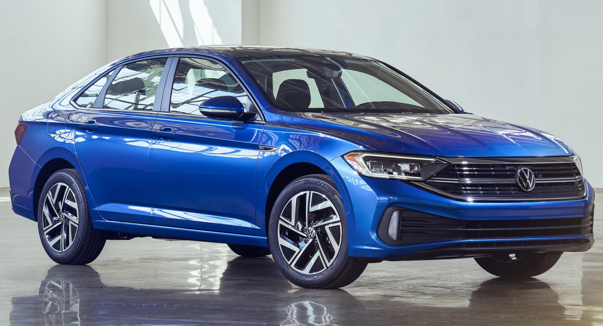 VW Jetta 2022 azul visto 3/4 de frente