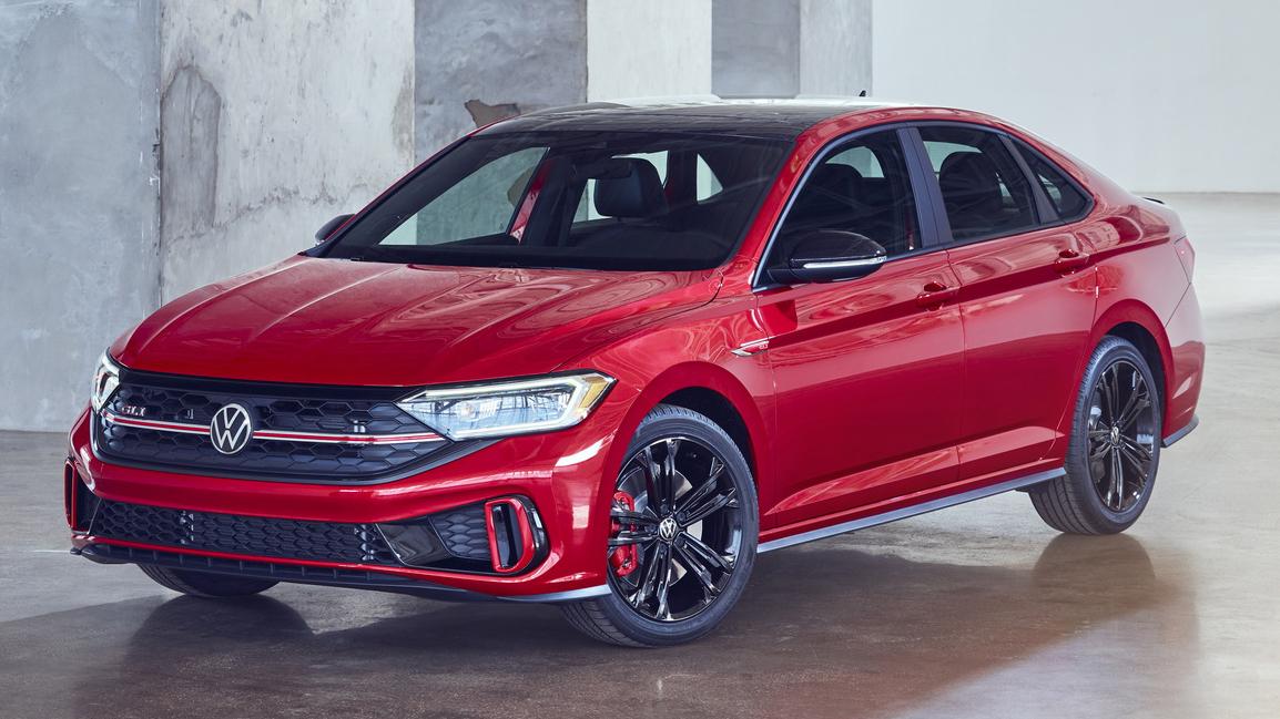 VW Jetta GLi vermelho visto 3/4 de frente