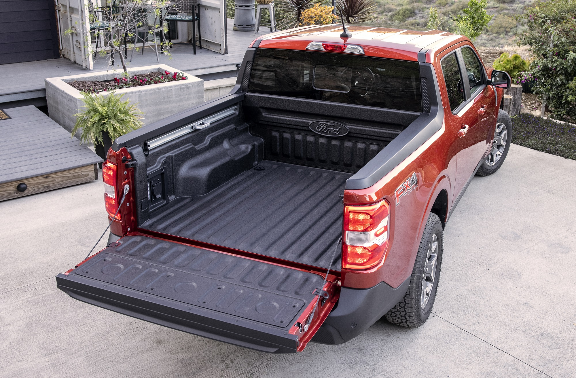 2022 Ford Maverick FLEXBED™. Preproduction vehicle with optional equipment shown. Available fall 2021.