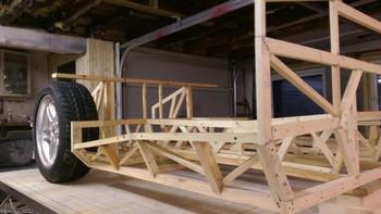 Aventura começou com a construção de uma estrutura de madeira