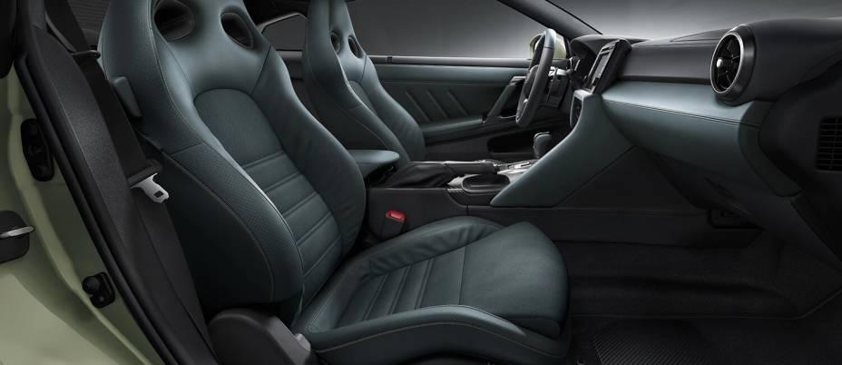 A versão T-Spec recebeu atenção especial para o seu interior com bancos e acabamentos em couro
