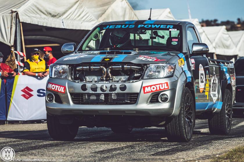 Toyota Hilux 'monstro' tem motor V12, mais de 540 cv e torque de caminhão