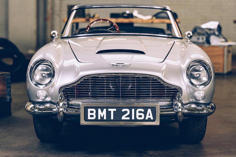 Aston Martin DB5 Junior prata visto de frente