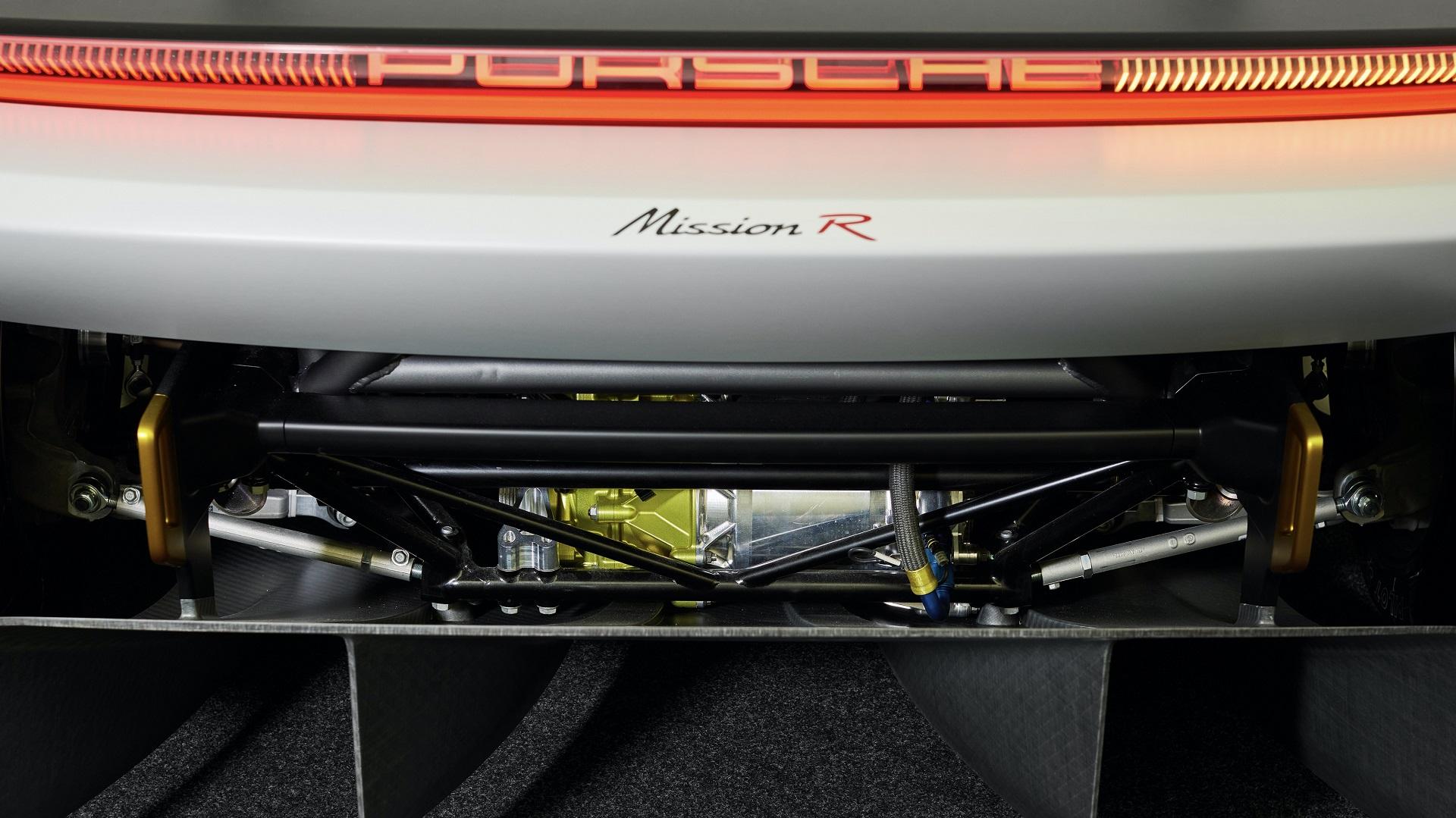 Conjunto de tração e transmissão de traseira e dianteira são idênticos, facilitando produção, estocagem e manutenção