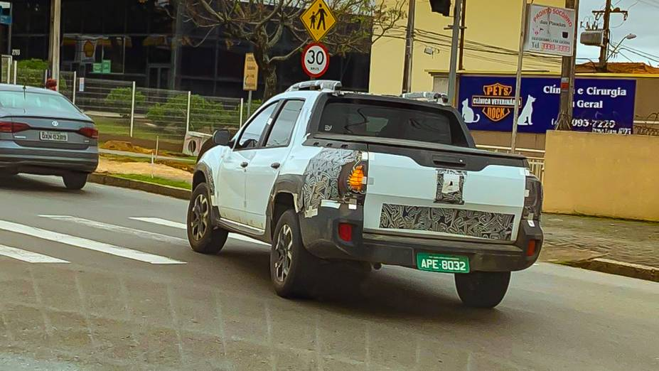 Renault Duster Oroch flagrada em Curitiba