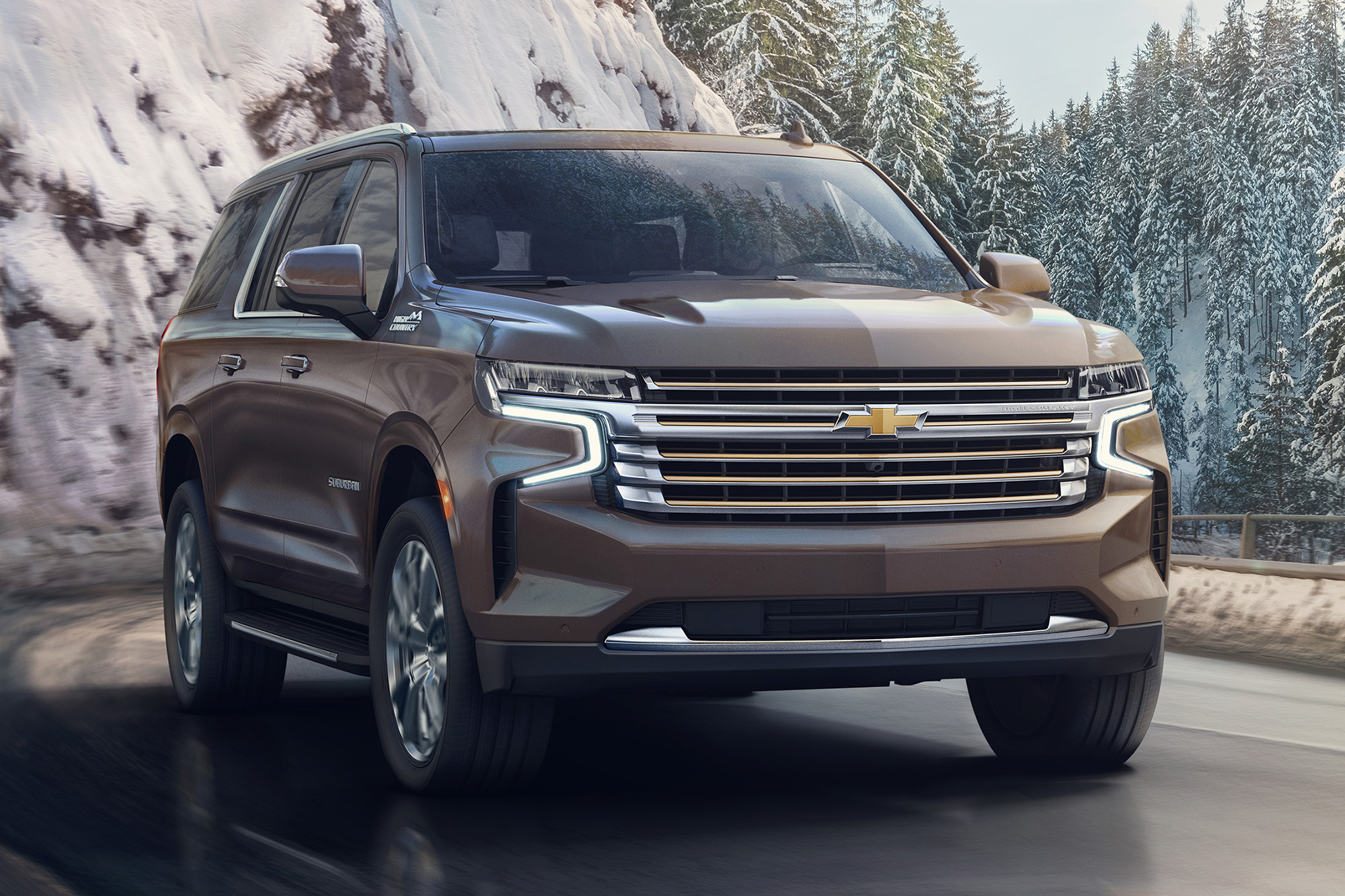 Chevrolet Suburban marrom visto 3/4 de frente