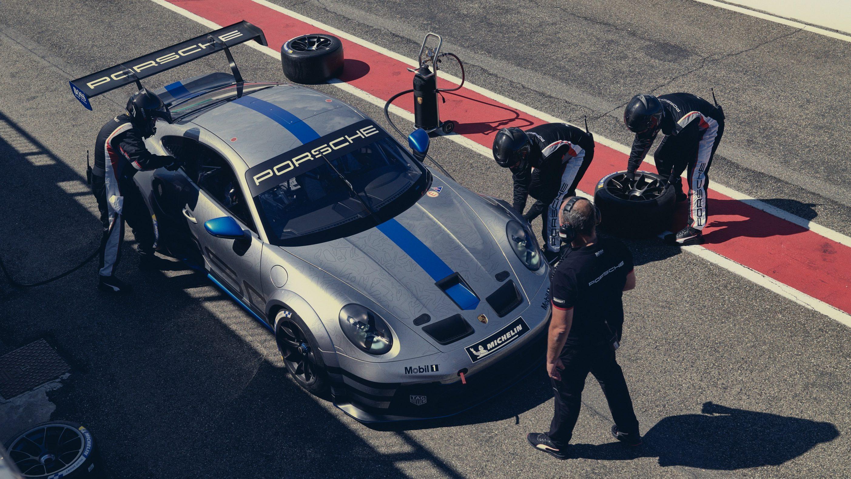 Porsche inicia obras de usina de gasolina sintética para salvar esportivos