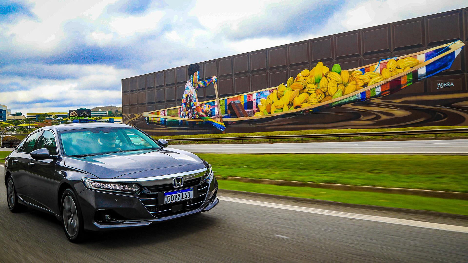 Sedã de luxo chega ao Brasil com inédito sistema híbrido e:HEV da Honda