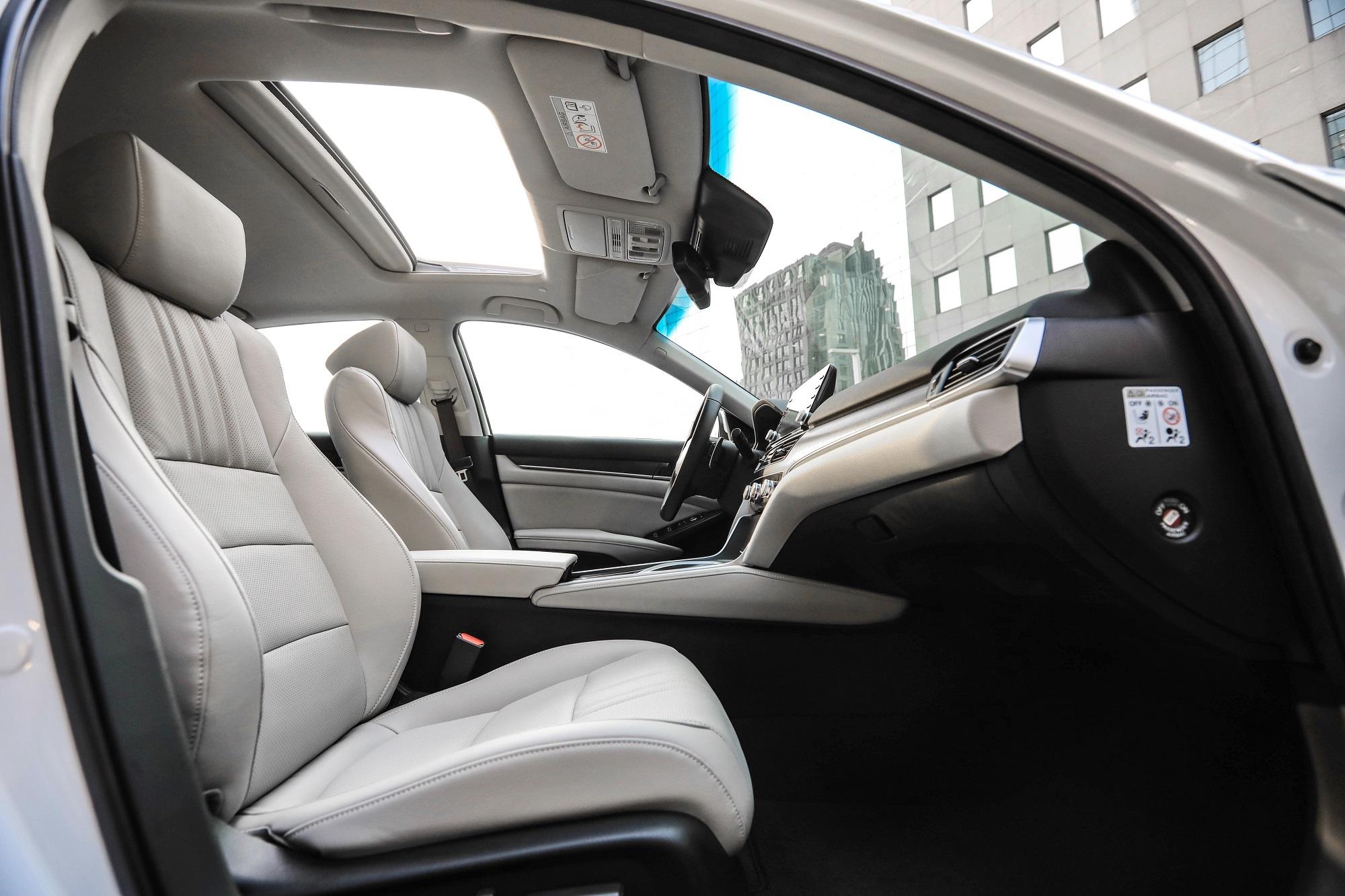 Bancos são confortáveis e chiques mesmo para um carro de R$ 300 mil