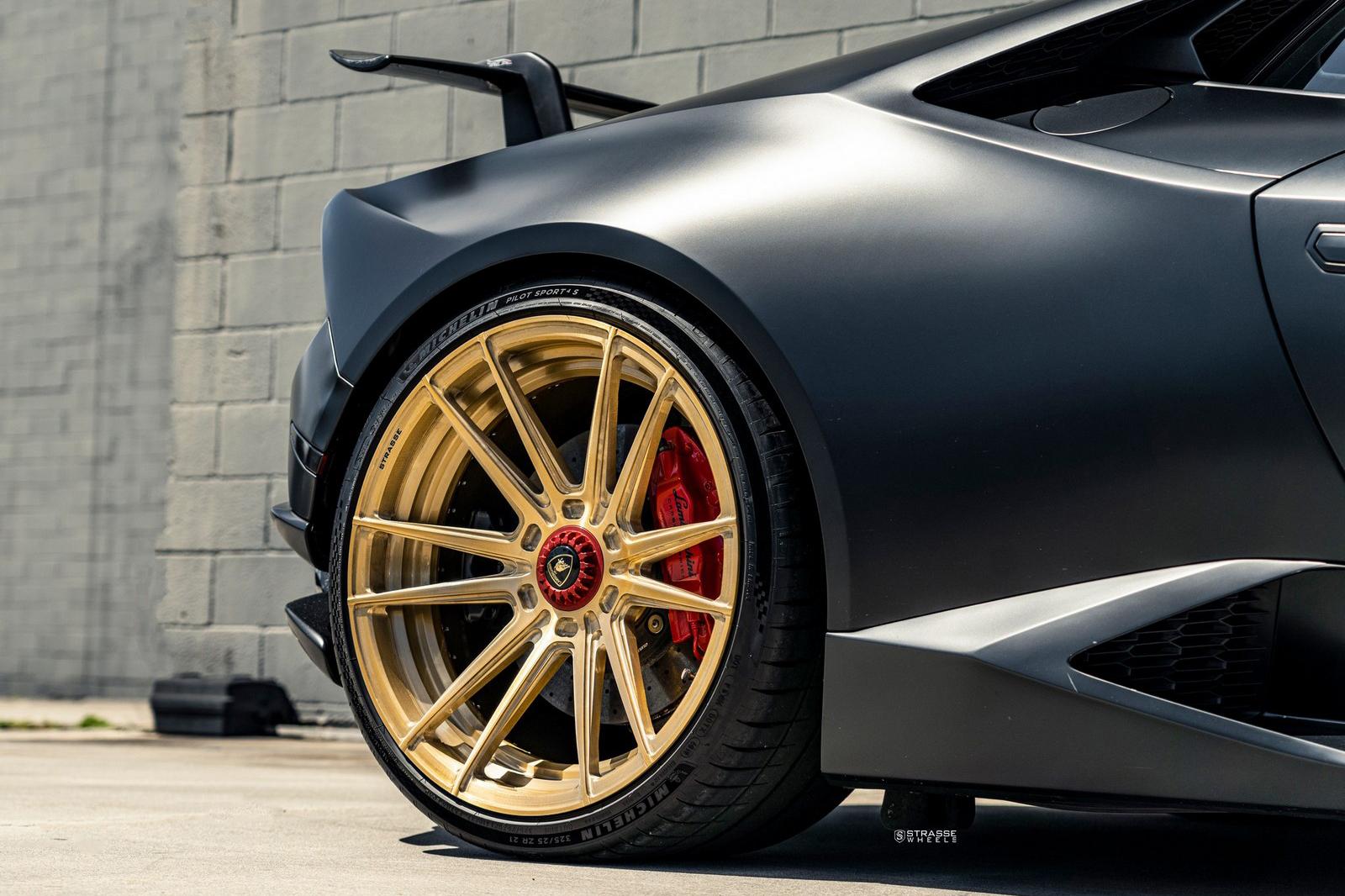 Introduzione di Rhodes da Lamborghini Hurason