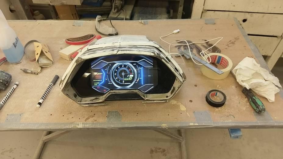 Quadro de instrumentos é digital e estilo remete aos Lamborghini