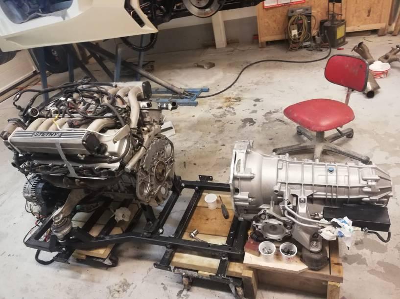 Motor V12 5.4 saiu de um BMW e o câmbio era de um Audi A8