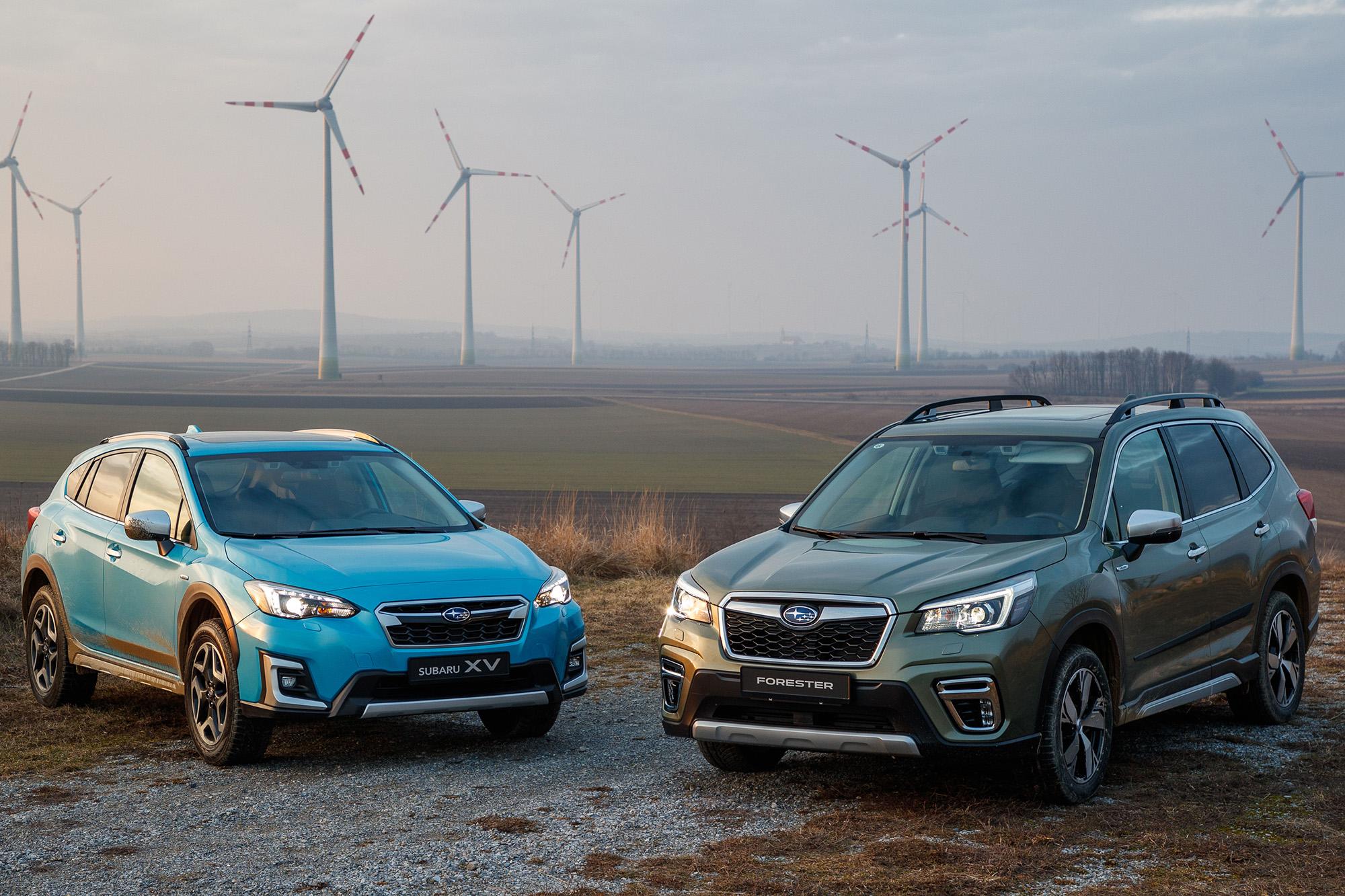 Subaru XV (esquerda) e Forester chegarão ao Brasil em versão híbrida e-Boxer