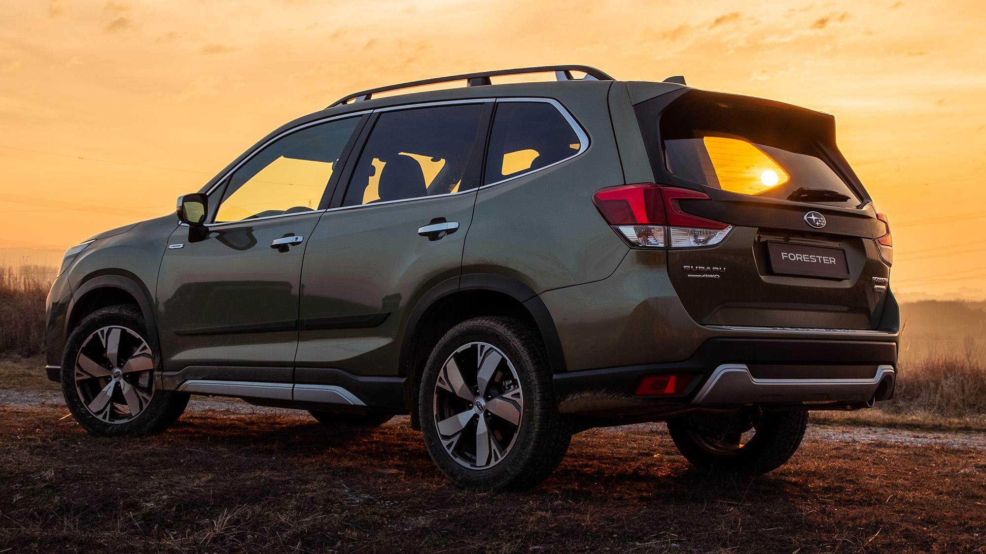Subaru Forester tem 4,6 m de comprimento e 2,7 m entre eixos, sem perder talento para a terra