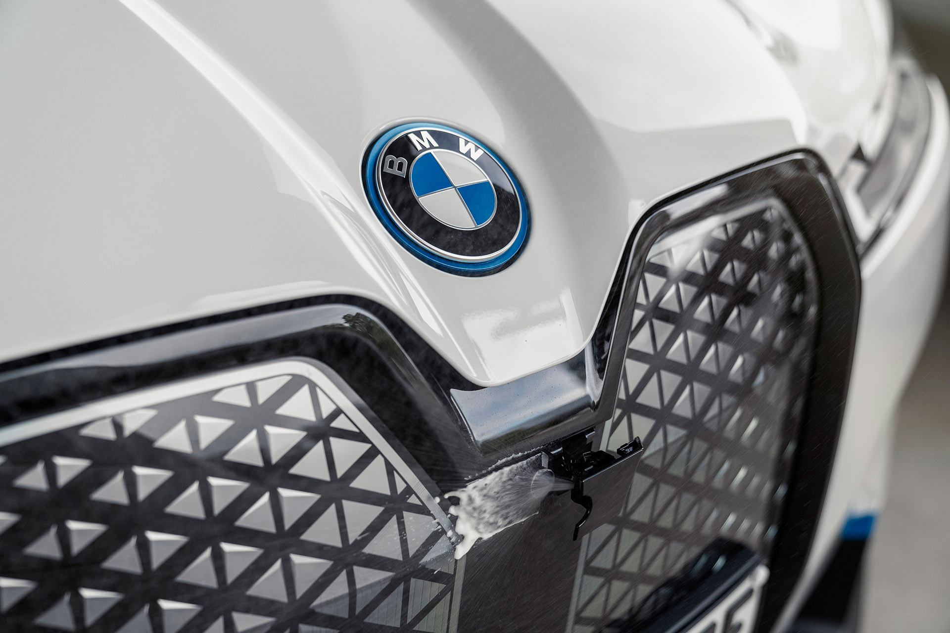 Fechar a icônica grade foi medida ousada mas necessária para a aerodinâmica almejada pela BMW