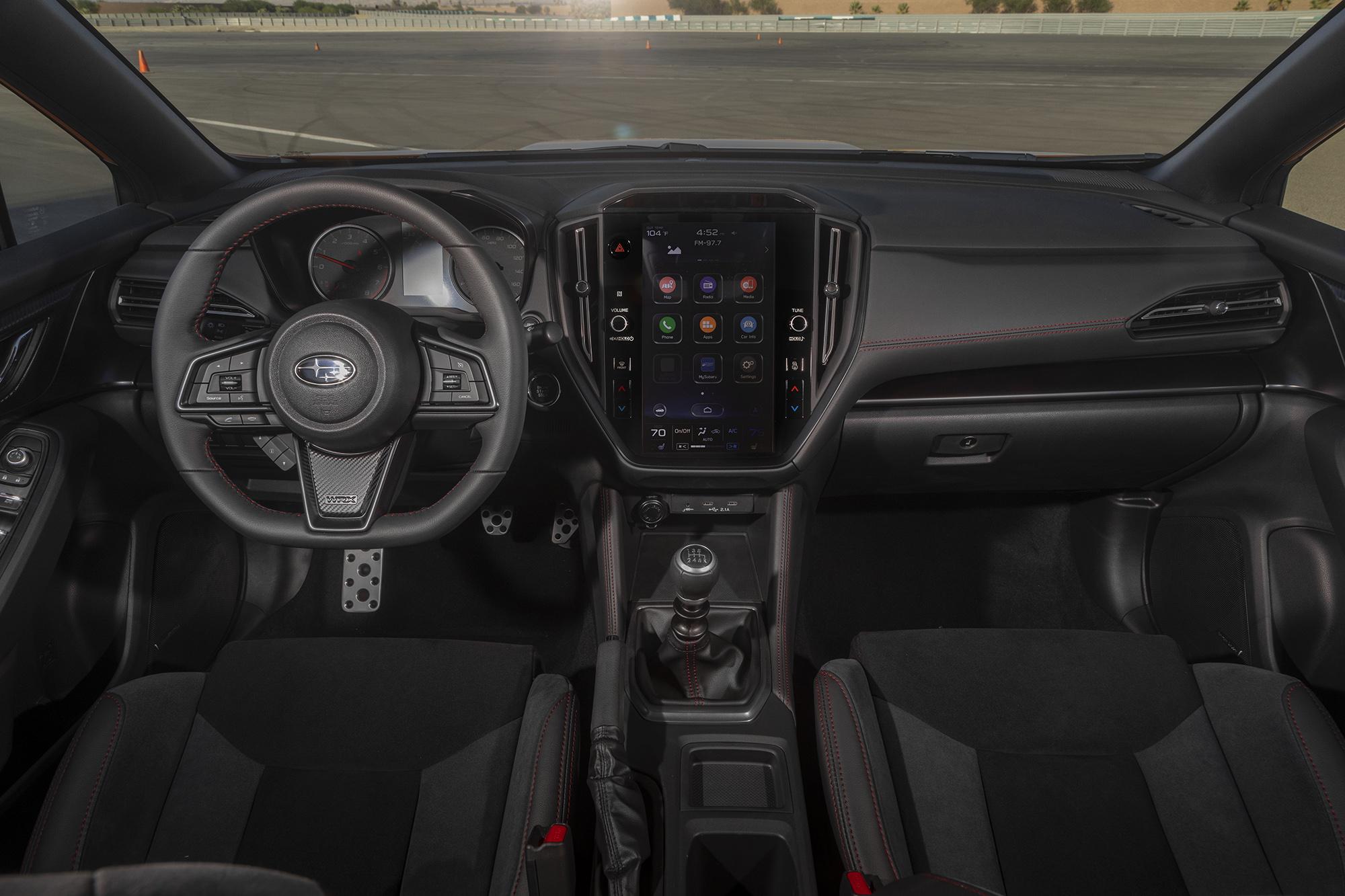 Painel do novo Subaru WRX visto da primeira fileira