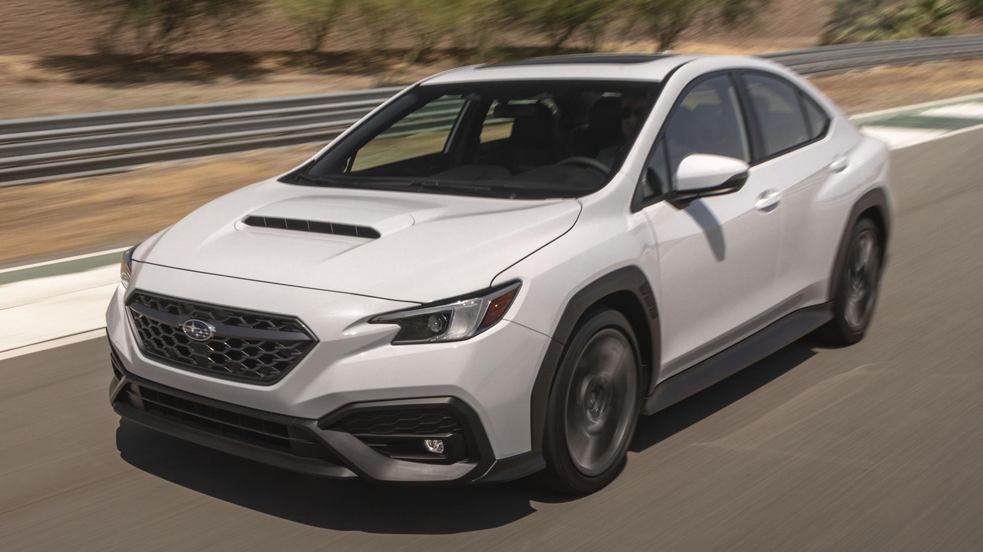 Subaru WRX 2022 branco visto 3/4 de frente