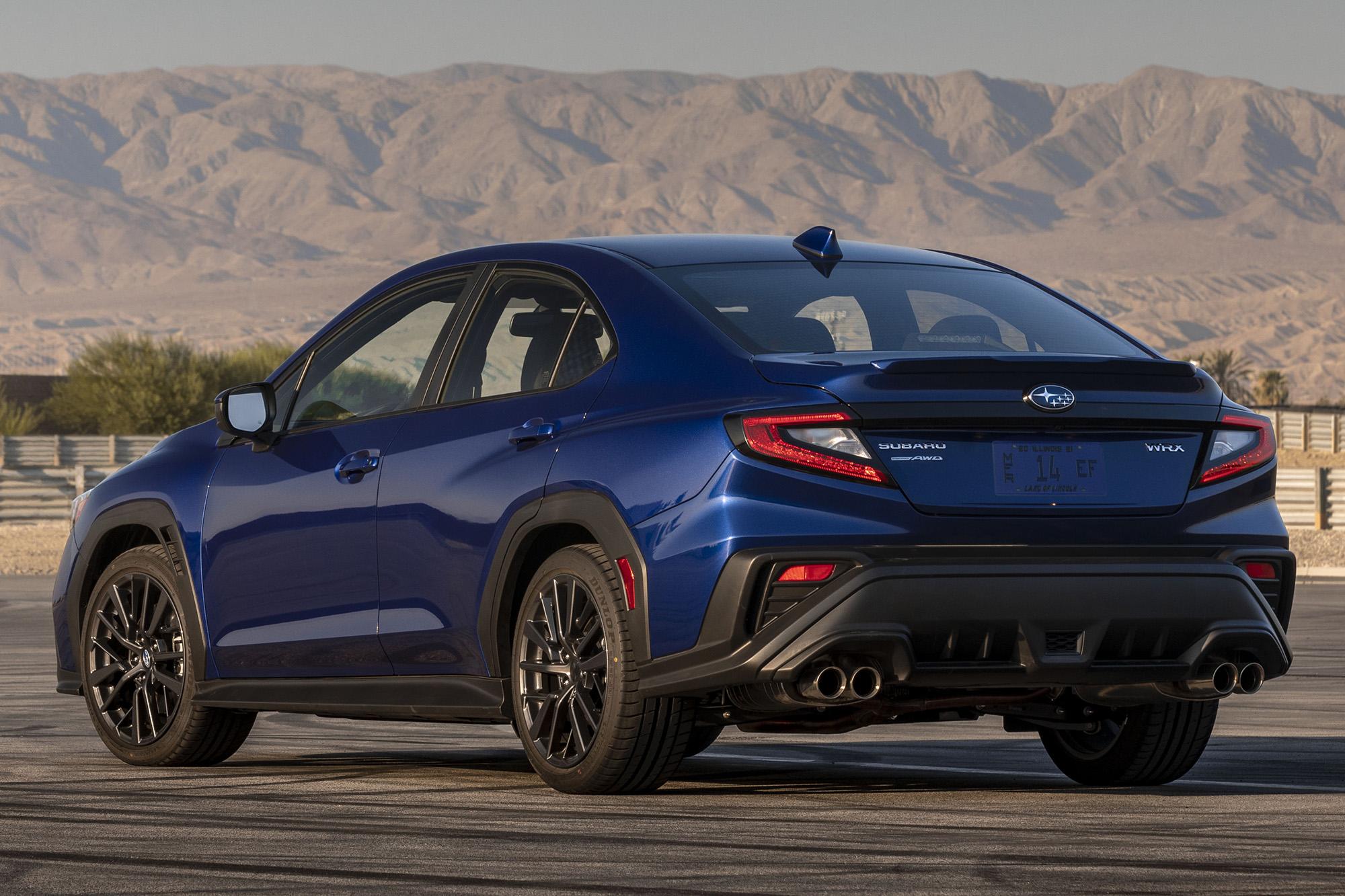 Subaru WRX 2022 azul visto 3/4 de trás