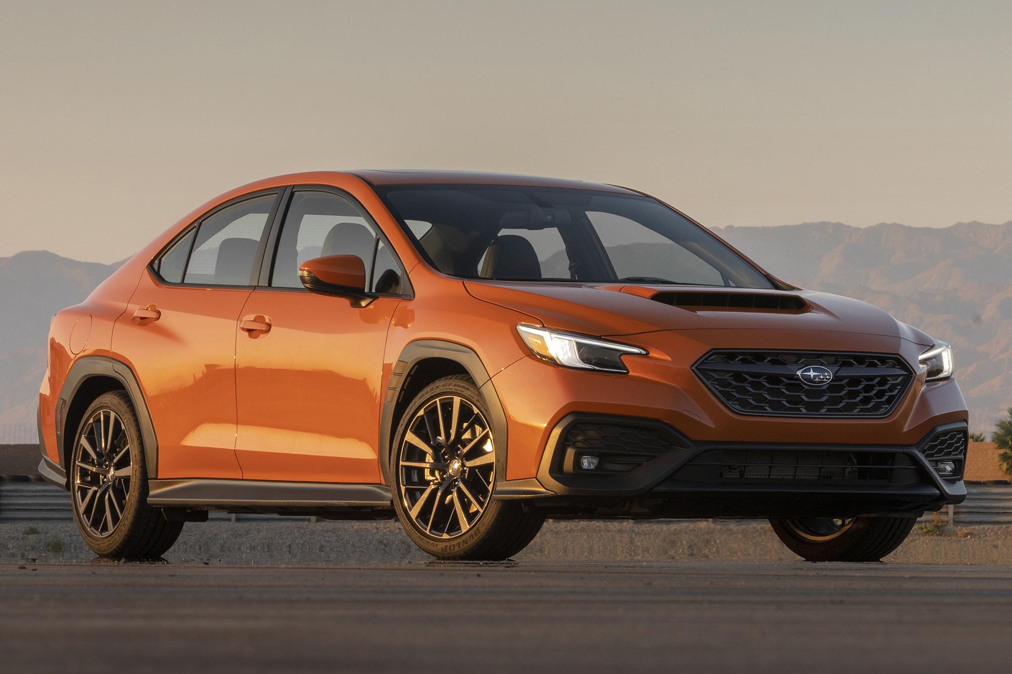 Subaru WRX 2022 laranja visto 3/4 de frente