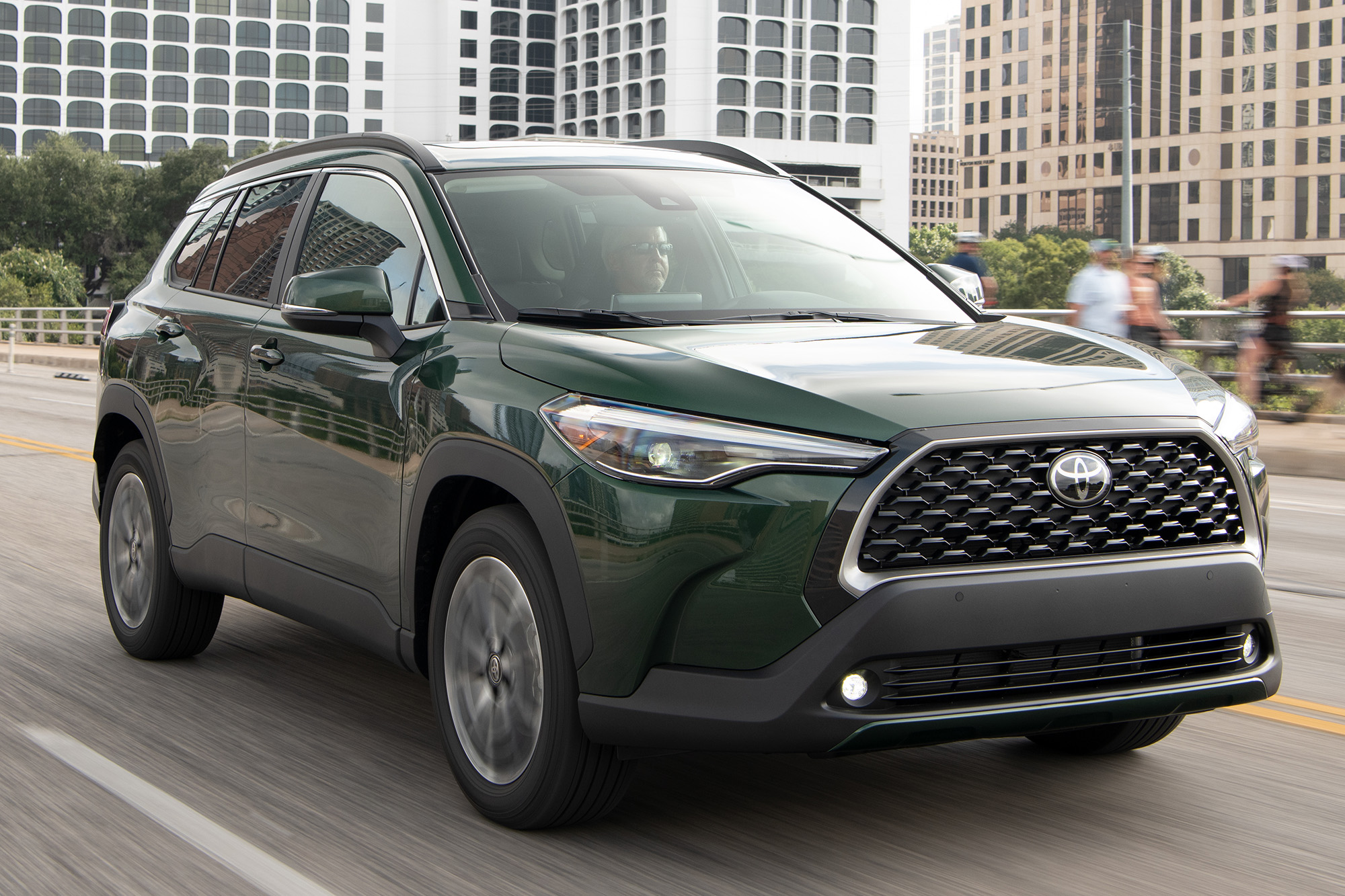 Toyota Corolla Cross 2022 verde 3/4 de frente
