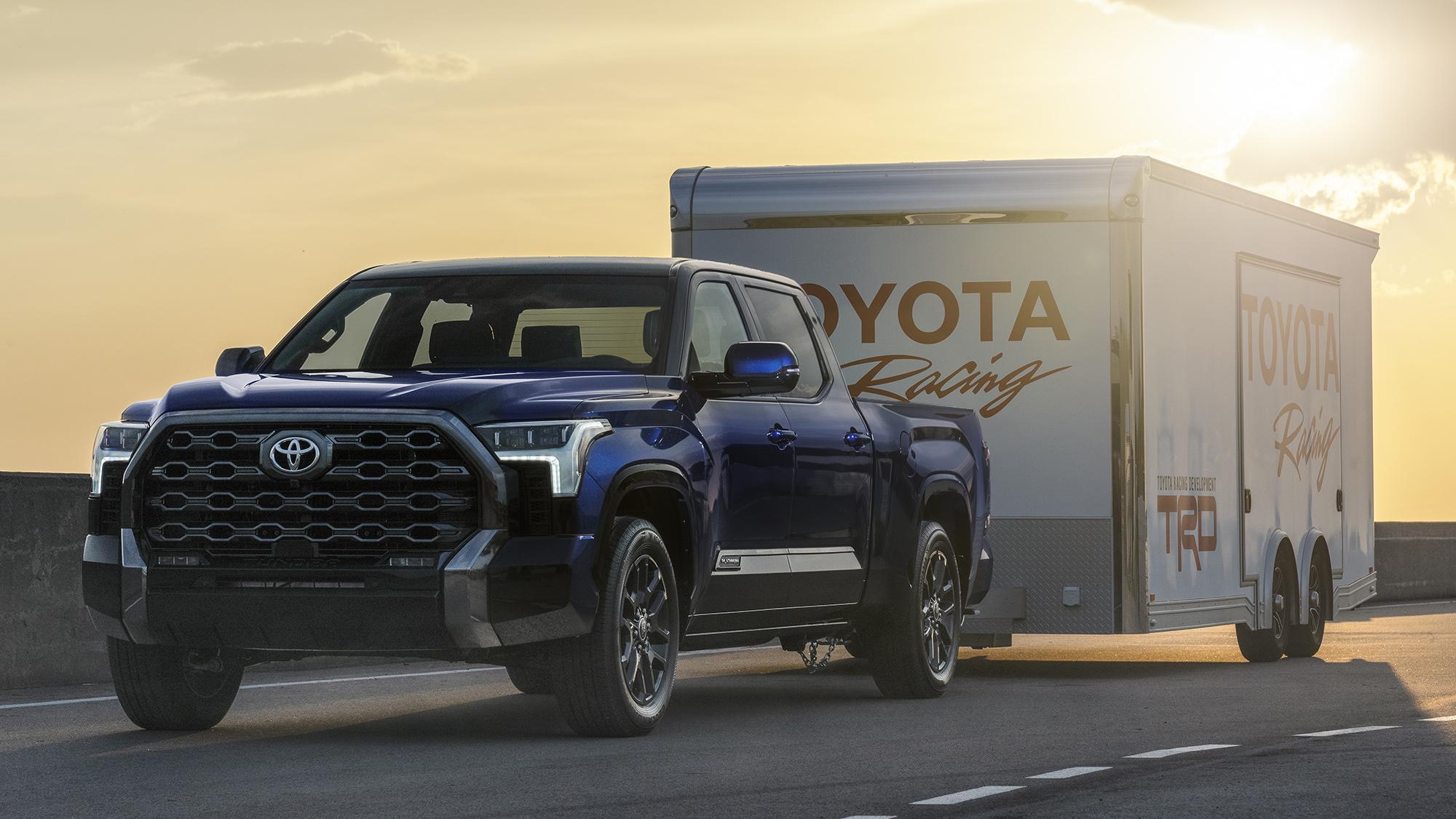 Toyota Tundra 2022 azul vista 3/4 de frente