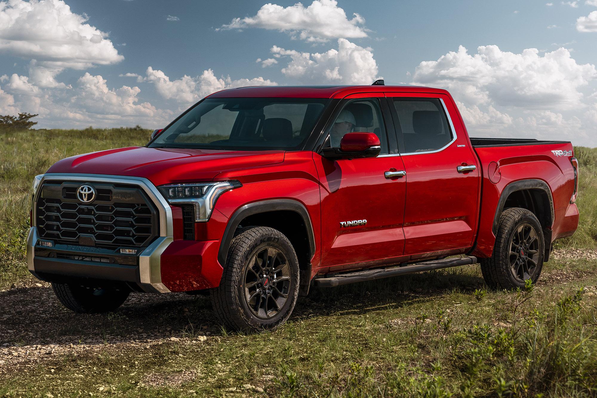 Toyota Tundra 2022 vermelha vista 34 de frente