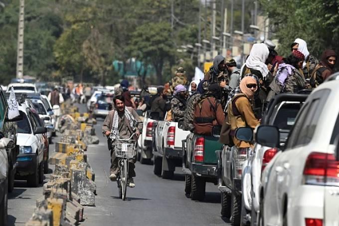 combatentes do Talibã fazendo patrulha nas ruas de Cabul. 02/09/2021
