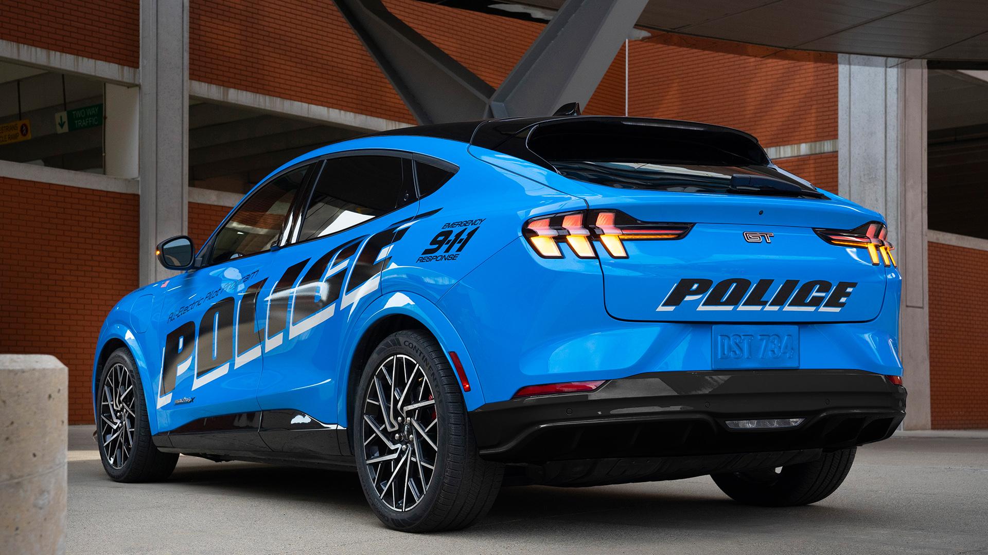 Mustang Mach-E testado pela polícia de Michigan traseira