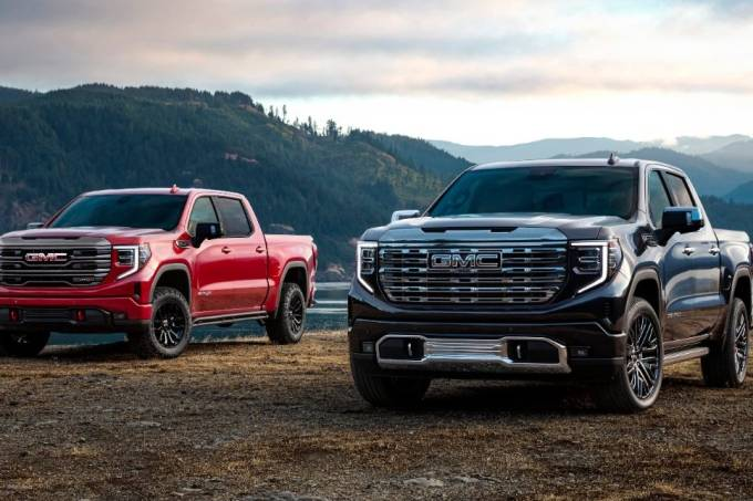 (l to r) 2022 GMC Sierra AT4X and Sierra Denali Ultimate